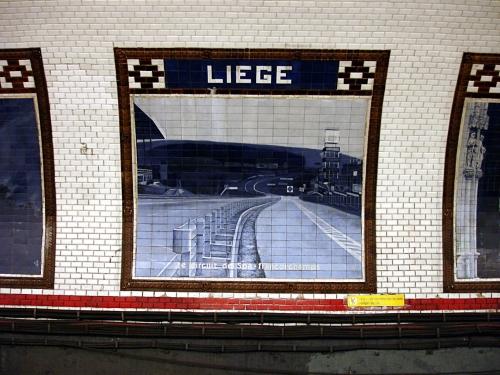 Métro de Paris station Liege.jpg